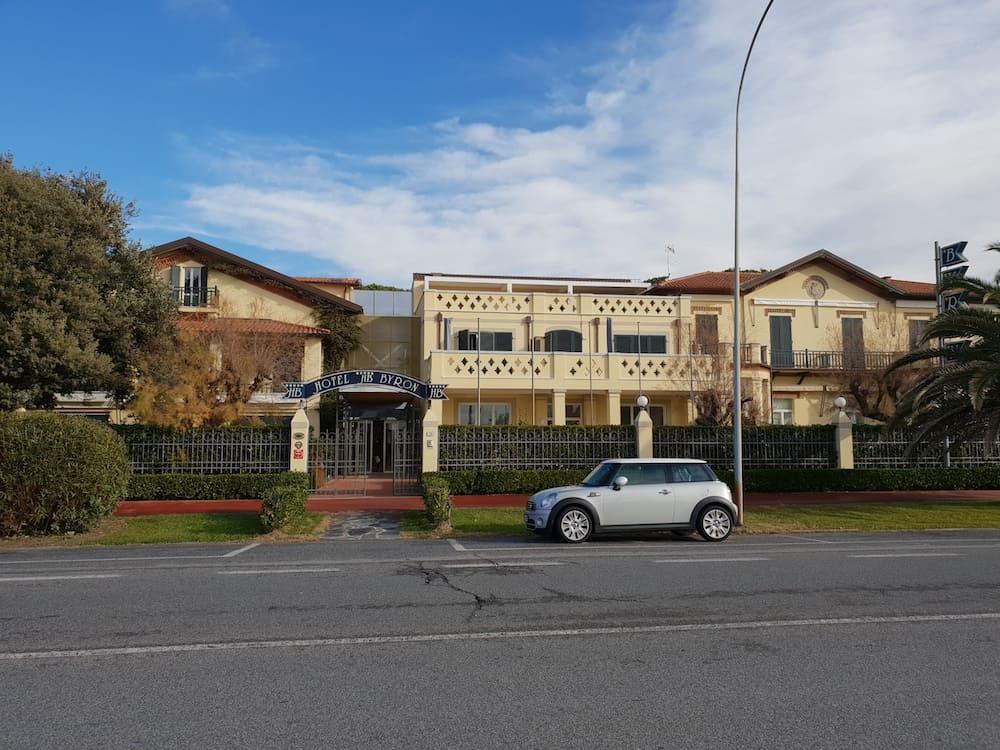Ristrutturazione con ampliamento e sopraelevazione Hotel Byron