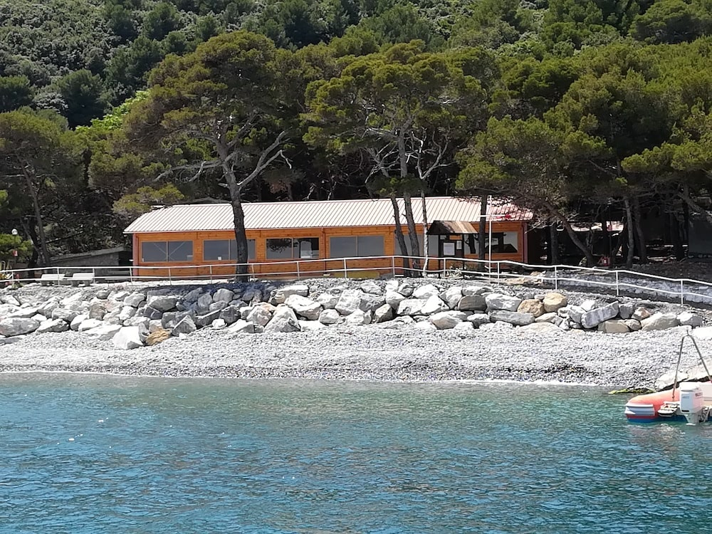 Nuovo capannone Isola Palmaria
