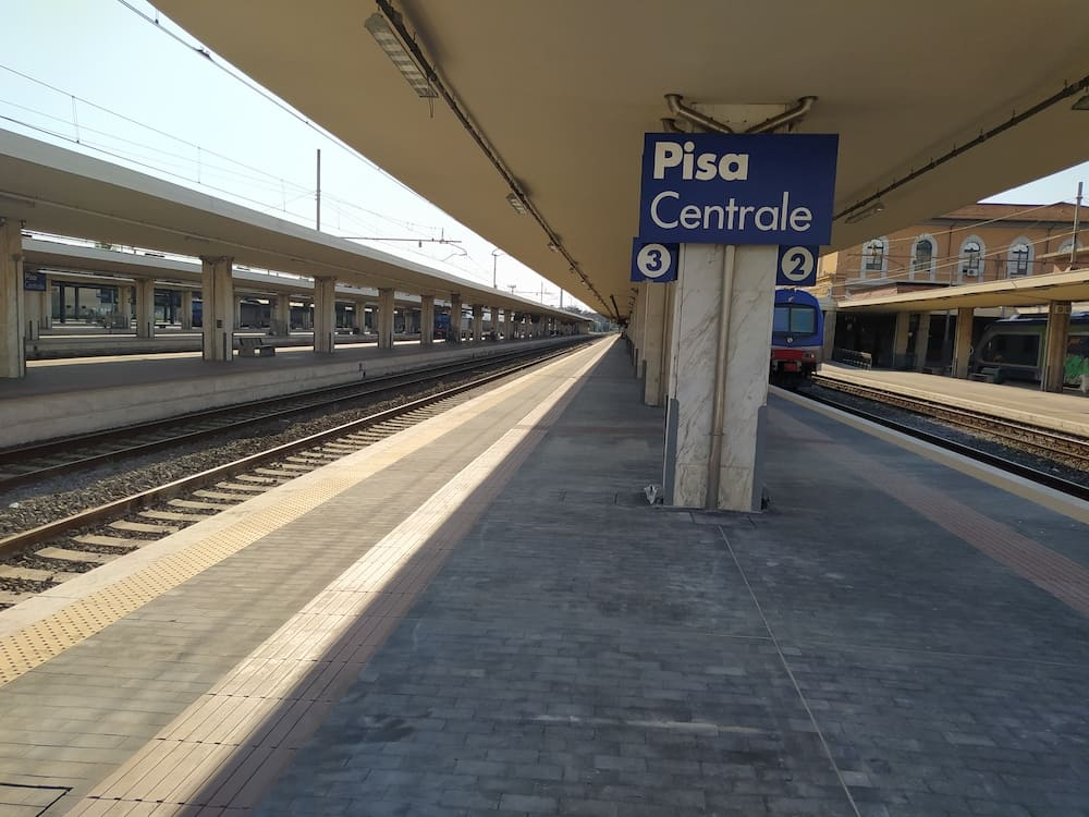 Raising of the second and third sidewalks and completion works at Pisa Centrale railway station