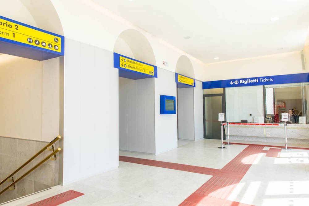 Ristrutturazione e rialzamento marciapiedi in Stazione FS di Carrara Avenza